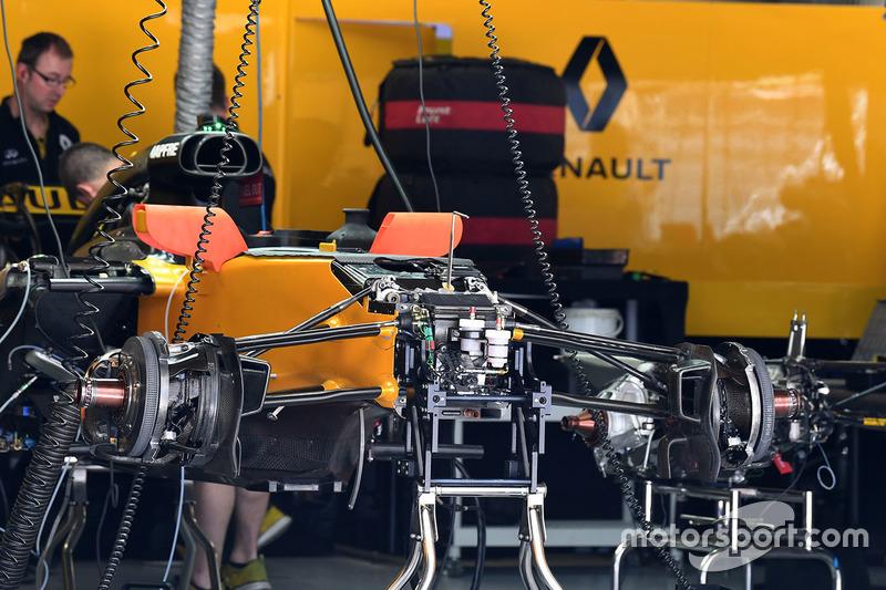 Detalle del chasis y frenos delanteros del Renault Sport F1 Team RS17