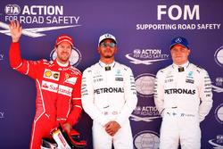 Обладатель поула Льюис Хэмилтон, Mercedes AMG F1, второе место – Себастьян Феттель, Ferrari, третье