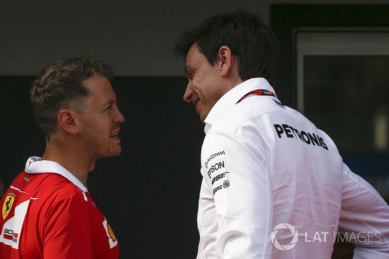 Y Toto Wolff, jefe de Mercedes Motorsport, contestó...