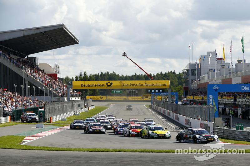 Старт, лідирує Рене Раст, Audi Sport Team Rosberg, Audi RS 5 DTM
