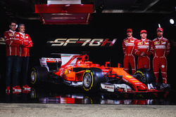 Kimi Raikkonen, Sebastian Vettel, Antonio Giovinazzi, Maurizio Arrivabene, Team Principal Ferrari et Mattia Binotto, Directeur technique Ferrari
