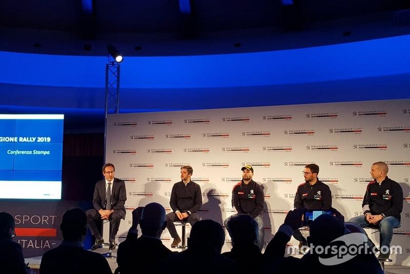 Carlo Leoni, Tommaso Ciuffi e il team Peugeot Sport Italia, sul palco