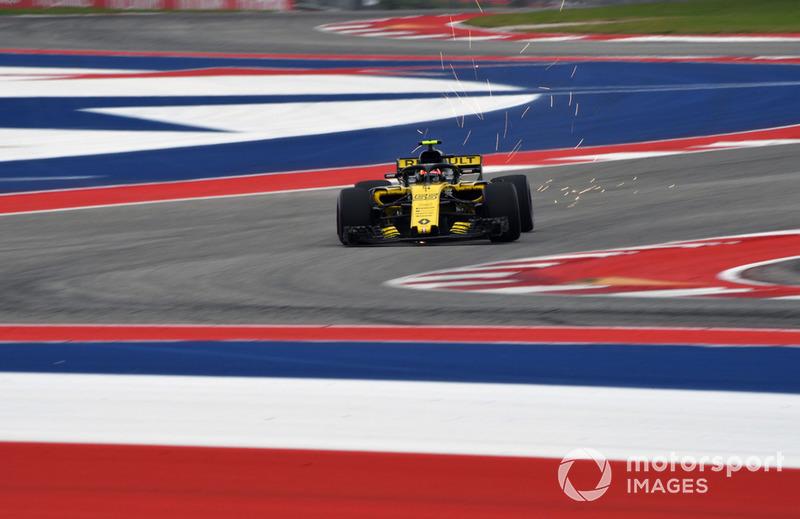 Carlos Sainz Jr., Renault Sport F1 Team R.S. 18, solleva scintille