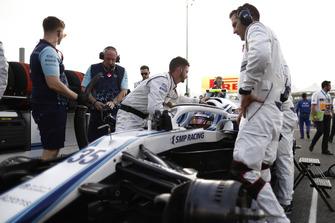 Sergey Sirotkin, Williams FW41, arrives on the grid