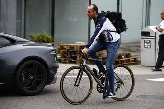 Robert Kubica, Williams Racing, arrive dans le paddock
