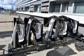 Sauber C37 nose and front wings