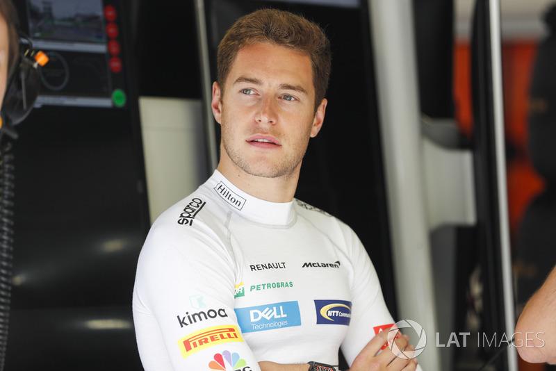 Fuera de McLaren, Stoffel Vandoorne fue ofrecido a Toro Rosso por Zak Brown.