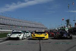 #63 Scuderia Corsa Ferrari 488 GT3, #4 Corvette Racing Chevrolet Corvette C7.R, #10 Wayne Taylor Racing Cadillac DPi