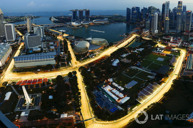Bird's eye view of the illuminated Marina Bay Street Circuit