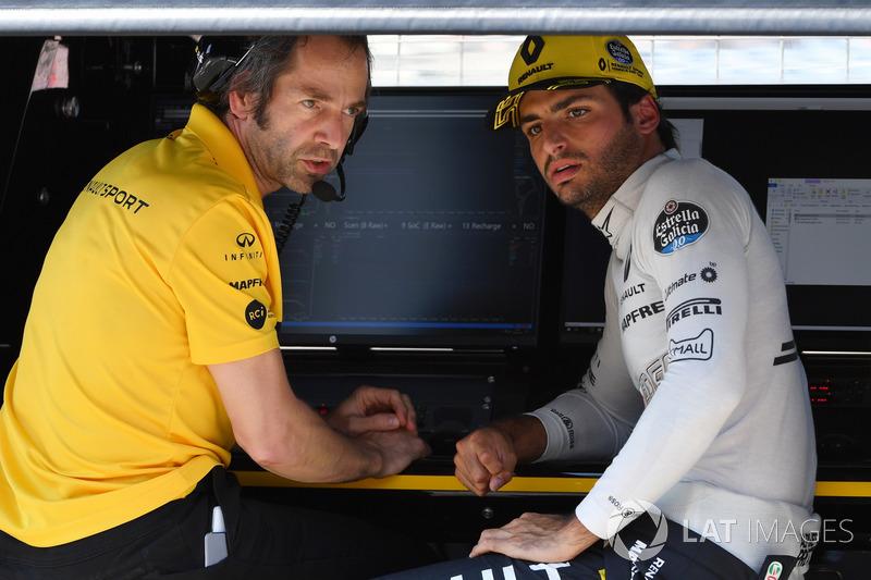 Paul Monaghan, Renault Sport F1 Team and Carlos Sainz Jr., Renault Sport F1 Team