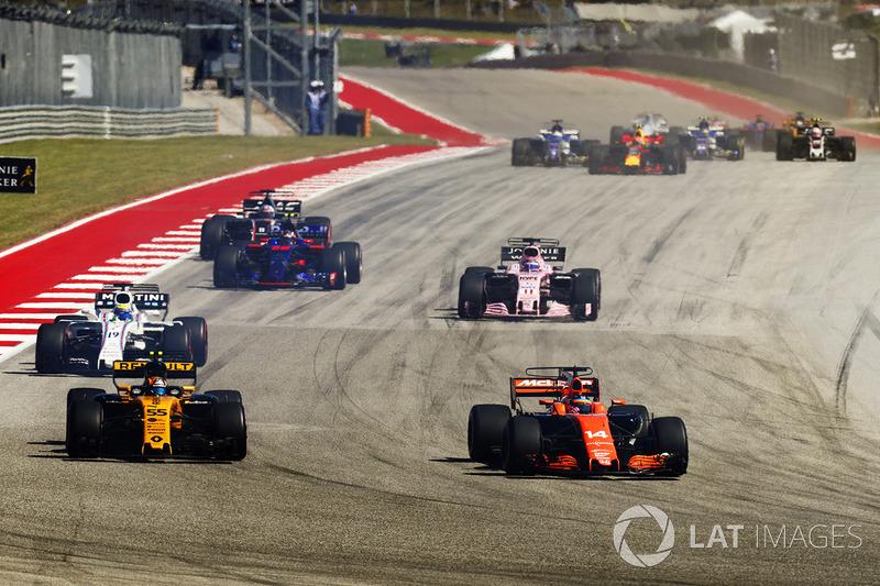 Fernando Alonso, McLaren MCL32, Carlos Sainz Jr., Renault Sport F1 Team RS17, Felipe Massa, Williams FW40, Sergio Perez, Sahara Force India F1 VJM10, Daniil Kvyat, Scuderia Toro Rosso STR12 al inicio