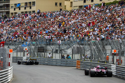 Nico Hulkenberg, Renault Sport F1 Team R.S. 18, leads Esteban Ocon, Force India VJM11
