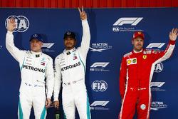 Pole: Lewis Hamilton, Mercedes AMG F1 ve Valtteri Bottas, Mercedes AMG F1, ve Sebastian Vettel, Ferrari