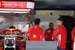 Sebastian Vettel, Ferrari, dans le garage