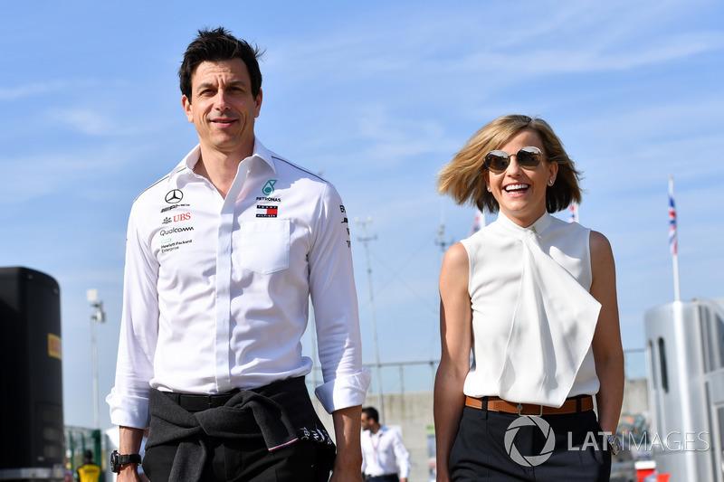 Toto Wolff, Direttore del Motorsport, Mercedes AMG F1, con Susie Wolff