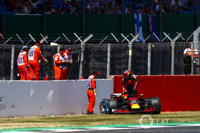 Max Verstappen, Red Bull Racing RB, dopo l'incidente
