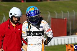 Fernando Alonso, McLaren MCL33 fermo a bordo pista