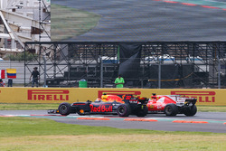 Max Verstappen, Red Bull Racing RB13, Sebastian Vettel, Ferrari SF70H, battle hard at the start of the race