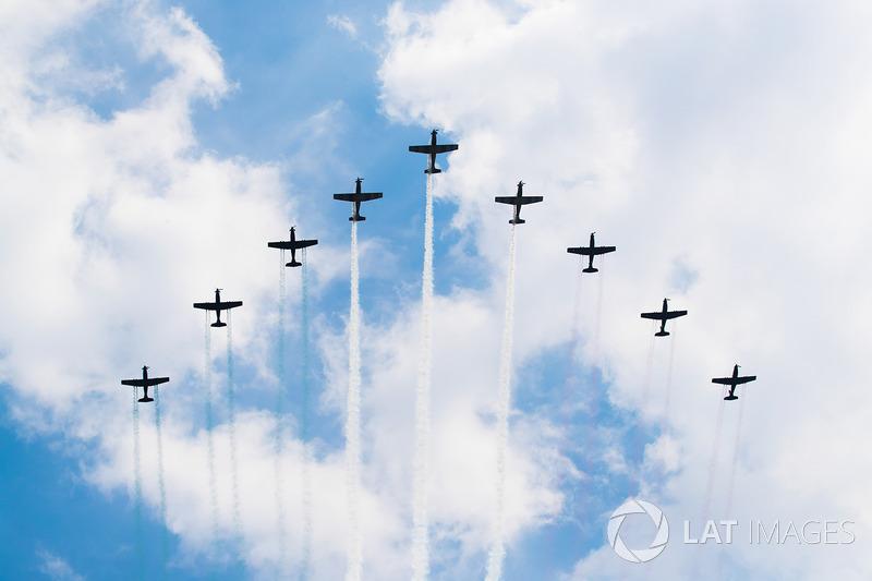 La Escuadrilla Acrobatica del Colegio del Aire