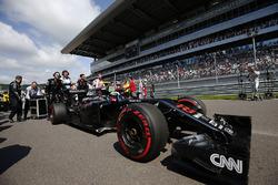 Jenson Button, McLaren MP4-31 grid