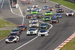 Start action: #58 Garage 59 McLaren 650S GT3: Rob Bell, Alvaro Parente leads