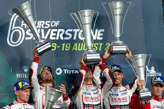 Podio: i vincitori della gara #8 Toyota Gazoo Racing Toyota TS050: Sebastien Buemi, Kazuki Nakajima, Fernando Alonso