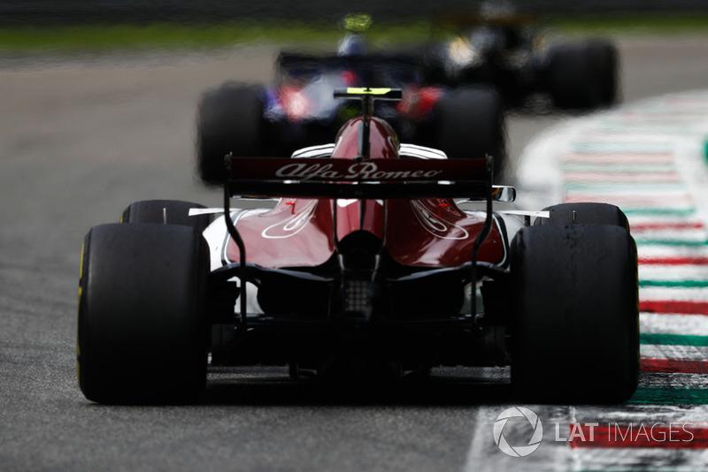 Pierre Gasly, Toro Rosso STR13, Charles Leclerc, Alfa Romeo Sauber C37