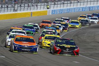 Brad Keselowski, Team Penske, Ford Fusion Autotrader and Martin Truex Jr., Furniture Row Racing, Toyota Camry 5-hour ENERGY