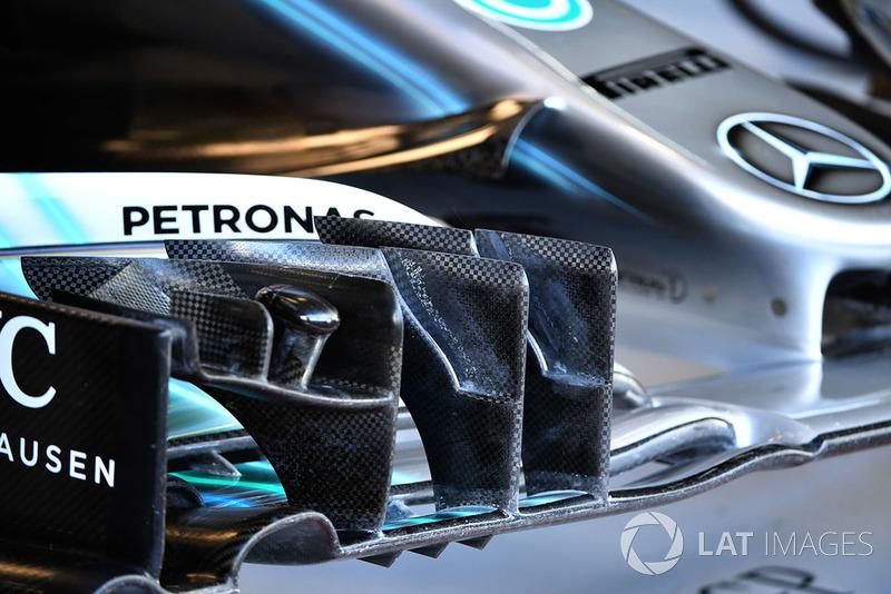 Переднее крыло Mercedes AMG F1 W09