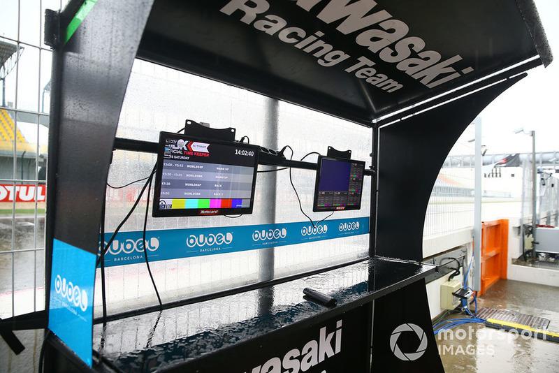 Kawasaki Racing pit gantry