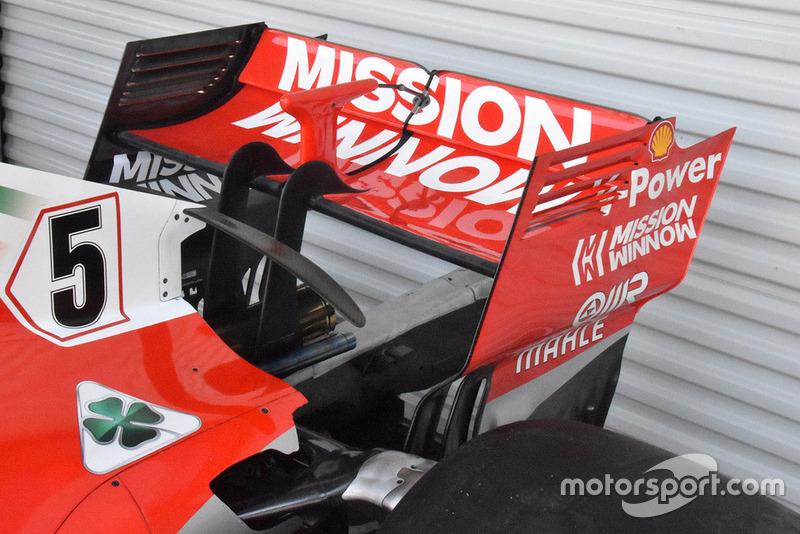 Ferrari akan menggunakan sayap belakang dengan konfigurasi downforce-tinggi. Tapi bedanya kali ini Ferrari tidak menerapkan konsep slot besar pada area transisi endplate.