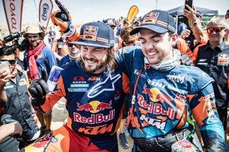Гонщики Red Bull KTM Factory Team Маттиас Валькнер и Тоби Прайс