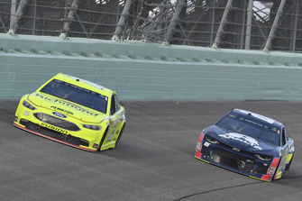 Ryan Blaney, Team Penske, Ford Fusion Menards/Richmond, Alex Bowman, Hendrick Motorsports, Chevrolet Camaro Axalta
