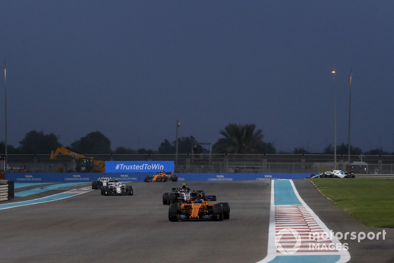 Fernando Alonso, McLaren MCL33, Kevin Magnussen, Haas F1 Team VF-18, Charles Leclerc, Sauber C37