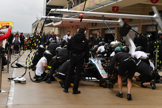 Mercedes-AMG F1 pit stop practice