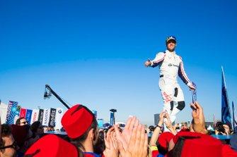 Robin Frijns, Envision Virgin Racing, 2° classificato, sul podio