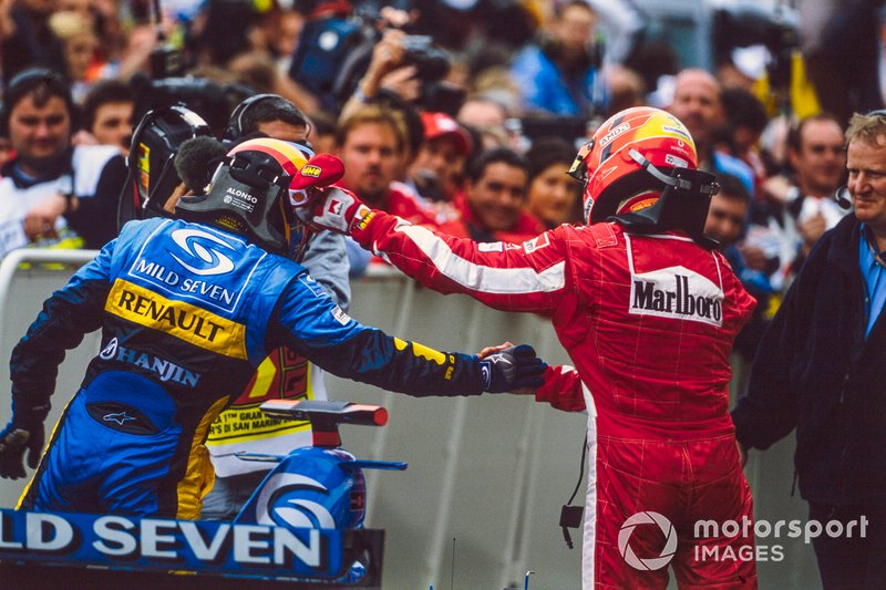 Race winner Fernando Alonso, Renault shakes hands with second place finisher Michael Schumacher, Ferrari