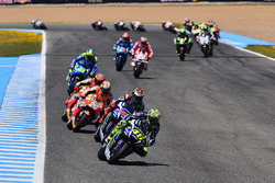 Валентино Россі, Yamaha Factory Racing лідирує на старті
