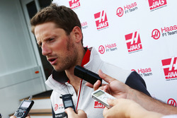Romain Grosjean, Haas F1 Team met de media