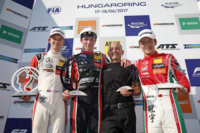 Podium : le vainqueur Joel Eriksson, Motopark Dallara F317 - Volkswagen, le deuxième, Callum Ilott, Prema Powerteam, Dallara F317 - Mercedes-Benz, le troisième, Guan Yu Zhou, Prema Powerteam, Dallara F317 - Mercedes-Benz