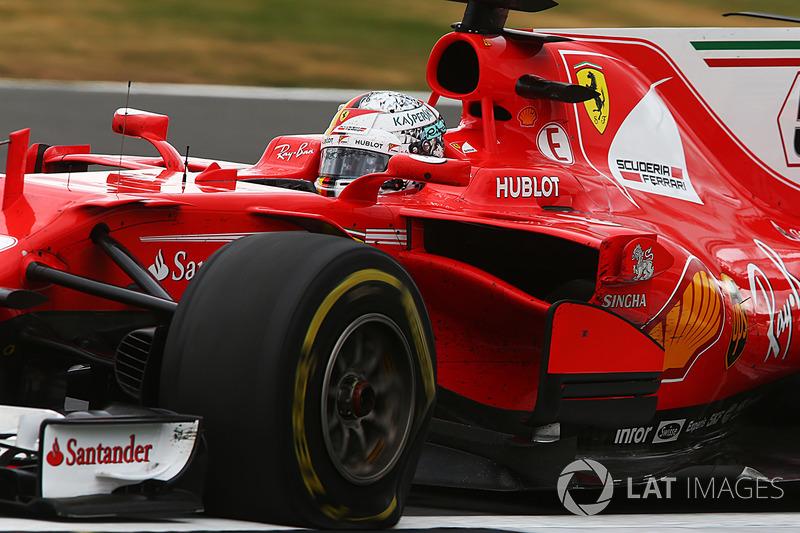 Себастьян Феттель (Ferrari SF70H) отримав прокол колеса