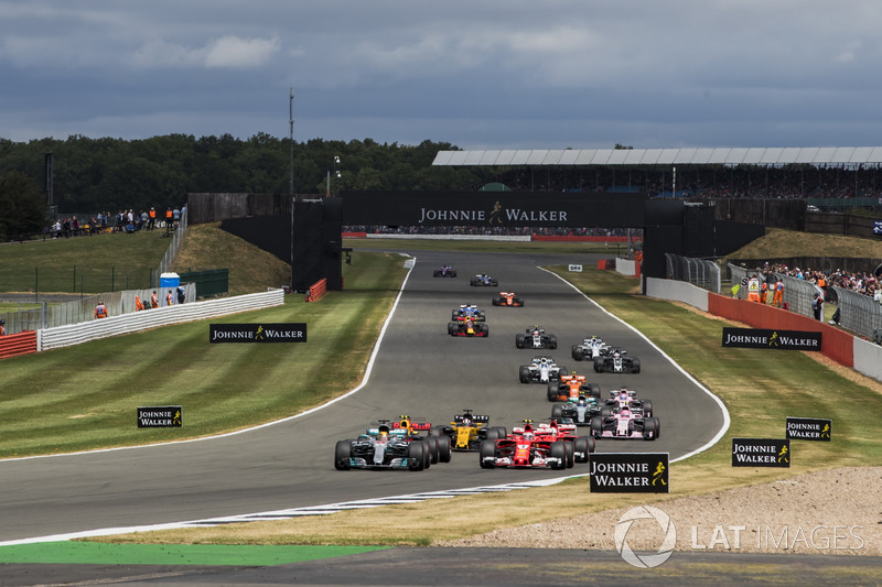 Льюіс Хемілтон, Mercedes AMG F1 W08, та інші на старті
