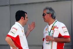 Stefano Domenicali, Ferrari-Teamchef, mit Luigi Mazzola, Ferrari-Testteammanager