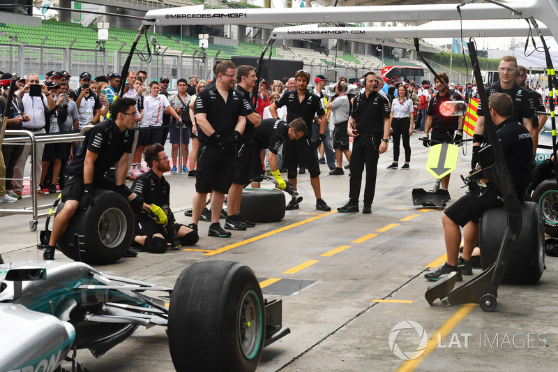 F1 in Schools students watch Mercedes AMG F1 pit stop practice