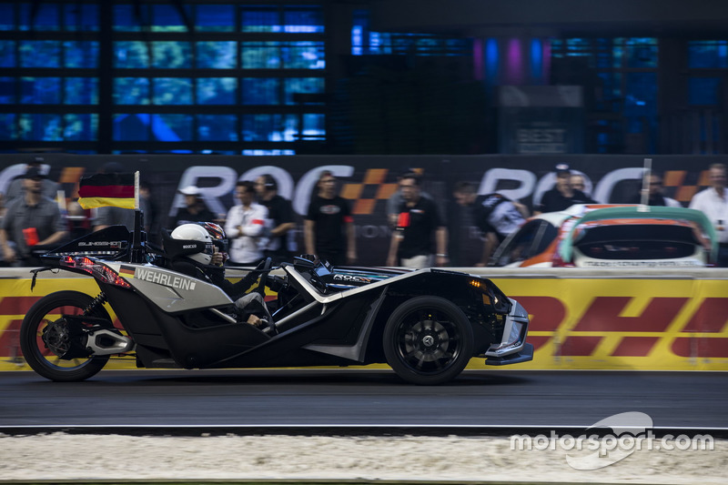 Pascal Wehrlein, conduce el Polaris Slingshot SLR
