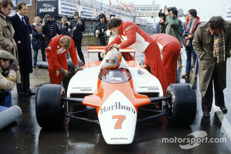 John Watson, McLaren MP4/1-Cosworth with Ron Dennis in the pitlane