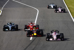 Esteban Ocon, Sahara Force India F1 VJM10, Daniel Ricciardo, Red Bull Racing RB13, Sebastian Vettel,