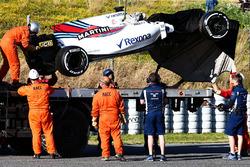 Эвакуация Williams FW40 Лэнса Стролла