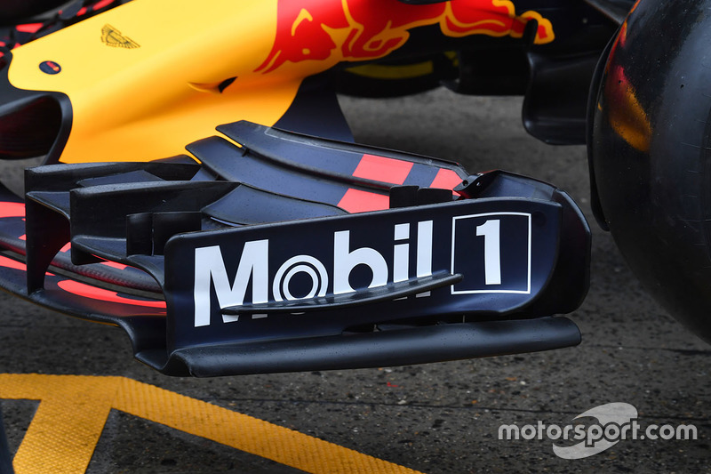 Red Bull Racing RB13, ala anteriore