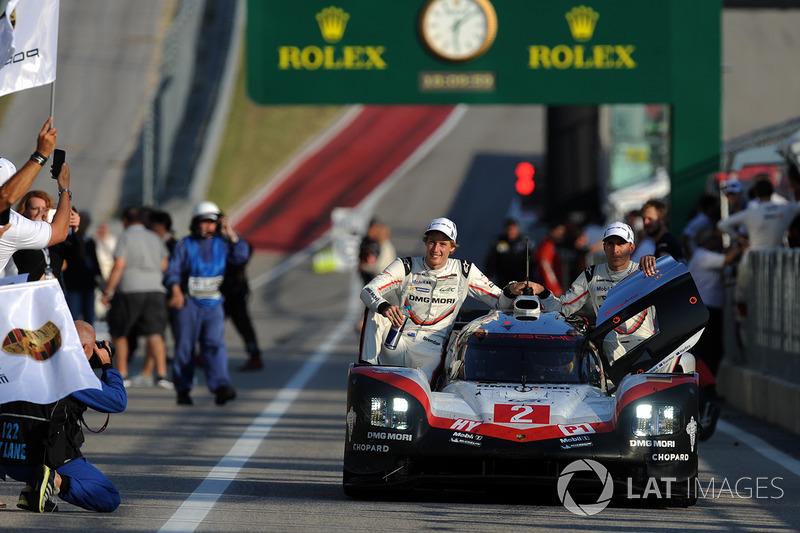 I vincitori #2 Porsche Team Porsche 919 Hybrid: Timo Bernhard, Earl Bamber, Brendon Hartley